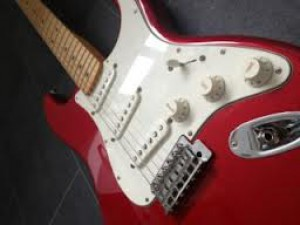 fender-stratocaster-mim---candy-apple-red-metallic..jpg